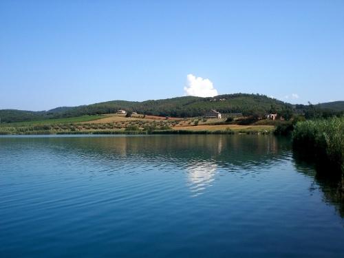 lago dell'accesa, vicino al nostro albergo!